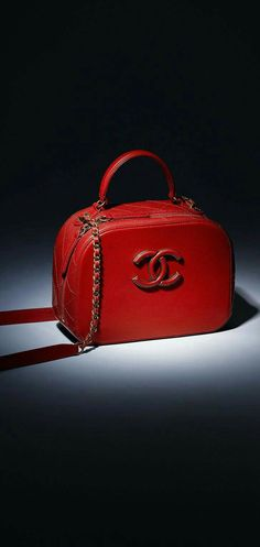 The latest Handbags collections on the CHANEL official website d51cb39d29fe7