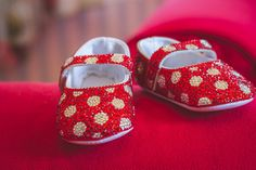 ❤️💖❤️ Perfect for Valentine's Day or a trip to Disney 😉 Bling Baby Shoes, Baby Bling, Cute Kids, Cute Babies, Baby Fashionista, Baby Keepsake, Baby Models, Baby Shower Gifts, Style Fashion