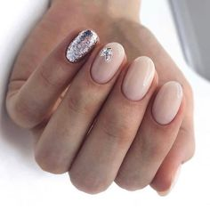 50 Trendy Winter Nail Art Ideas For 2019 These trendy Nails ideas would gain you amazing compliments. Check out our gallery for more ideas these are trendy this year. Winter Nail Art, Winter Nails, Spring Nails, Stylish Nails, Trendy Nails, Cute Nails, Glitter Accent Nails, Nail Blog, Nail Trends