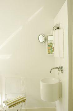 2de badkamer met wasmachinekast. wasbakje en ingebouwd kastje op kopse kant van de kast. foto 3. design: maudjesstyling