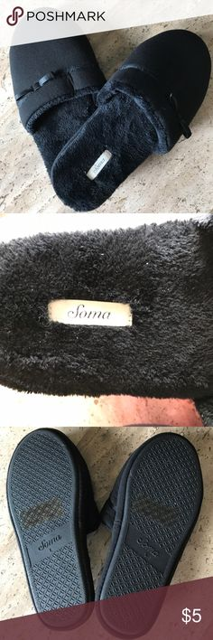 """Soma Intimates """"Scuff"""" Slipper NBW Fuzzy slippers. Size tag says """"9-10"""" but it fits more like an 8.5 Soma Shoes Slippers"""