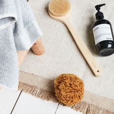 This soft Caribbean natural sponge from Meraki is the perfect item for caring for and nourishing all skin types. Even those with very sensitive skin Natural Sea Sponge, Bath Sponges, Caribbean Sea, Meraki, Diy Skin Care, Natural Living, Makeup Remover, Beautiful Babies, Caribbean