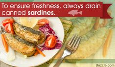 Tired of making the same old canned sardine recipes? Then take a look at some new canned sardine recipes for pizza, antipasto, and much more. Pizza Recipes, Healthy Recipes, Healthy Food, Sardine Recipes, Fish Dishes, Antipasto, I Love Food, Seafood, Healthy Lifestyle