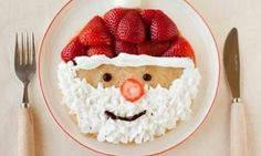 Santa pancakes---make pancakes of choice; decorate with fresh strawberries, whip cream & a few chocolate chips! Easy Christmas breakfast for kids. Noel Christmas, Christmas Morning, Christmas Goodies, Christmas Treats, Christmas Baking, Holiday Treats, Winter Christmas, Holiday Recipes, Father Christmas
