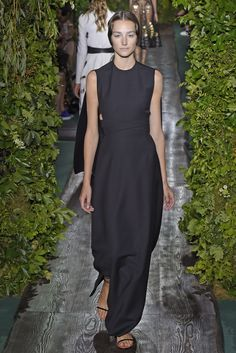 Valentino Couture Fall 2014 <span class='article-title-premium-container' style='font-size:.5em;display:none;vertical-align:middle;padding:.25em;margin: 0 0 0 .25em;'>Premium</span>