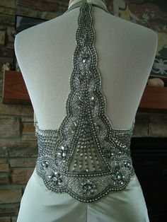 I am blown away by this wedding gown!!