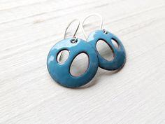 Boucles d'oreilles modernes émail bleu Aqua par happyment sur Etsy, $30.00