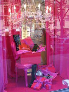 hot pink window display - paris @ christmas Christmas In Paris, Christmas Trends, Christmas Store, Store Window Displays, Display Window, Booth Displays, Clothing Booth Display, Christmas Window Display, Christmas Windows