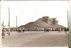 BERLIN 1950, der Bunker im Volkspark Humboldthain Nähe Gesundbrunnen nach der Truemmeraufschuettung