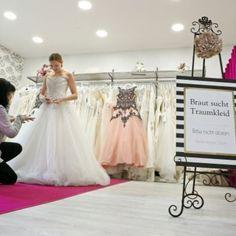 Wir von Märchenbraut nehmen uns die Zeit die eine Braut beim beraten benötigt. Ohne Druckgefühl aber mit viel Erfahrumg und individueller Beratung könnt Ihr euer Träumchen bei uns finden. Wir führen im Studio & in unserem Outlet mit preisreduzierter Neuware aus der Vorsaison, das schlichte Standesamtkleid bis hin zum funkeldem Glamour-Princess-Kleid und Accessoires. Schaut einfach mal bei uns vorbei, fragt uns lasst euch inspirieren  Euer Märchenbraut- Team. Girls Dresses, Flower Girl Dresses, Glamour, Studio, Wedding Dresses, Flowers, Fashion, Counseling, Wedding Bride