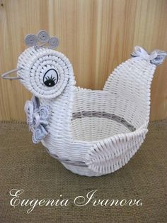 Photo Sun Paper, Paper Art, Paper Weaving, Arts And Crafts, Diy Crafts, Newspaper Crafts, Paper Basket, Diy Projects To Try, Easter Crafts