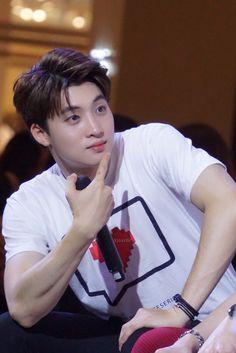 #m34nismind #MeanPhiravich K Pop, K Drama, My Kind Of Love, Asian Love, Bad Romance, Love Scenes, Thai Drama, Boys Like, Cute Gay