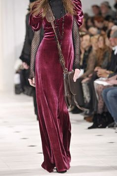 Ralph Lauren at New York Fashion Week Fall 2010 - Details Runway Photos Couture Fashion, Runway Fashion, Boho Fashion, High Fashion, Womens Fashion, Fall Fashion, Look 2018, Velvet Fashion, Models