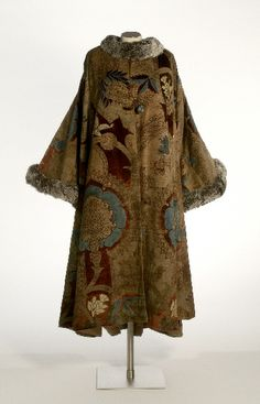 Mariano Jose Maria Bernardo Fortuny (Spain, 1871 - 1949) Woman's Evening Coat, 1925-1927 Silk velvet, silk satin lining