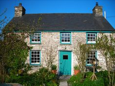 welsh country cottage~ very nice! Welsh Cottage, Cottage Door, Cottage Farmhouse, Welsh Country, Cottages In Wales, Cabins And Cottages, English Cottages, Country Cottage Interiors, Cottage Style