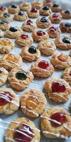 Nálunk ez a süti, a Huszárcsók, de akármi is a neve, elképesztően ízletes és nem is bonyolult! Doughnut, Muffin, Breakfast, Desserts, Food, Morning Coffee, Tailgate Desserts, Deserts, Essen