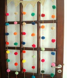 Cortina crochet Mil pompones - Crochet - Tejidos de Punto - 494884 Pom Pom Crafts, Yarn Crafts, Diy Crafts, Crochet Home, Love Crochet, Fabric Strip Curtains, Ideas Dormitorios, Art N Craft, Bohemian Design
