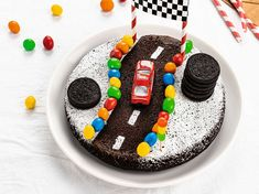 Die Autostrecke – recettes sucrées – – the Best of Everything Sweet Recipes, Cake Recipes, Festa Hot Wheels, Chocolate Covered Peanuts, Construction Birthday, Drip Cakes, Creative Food, Kids Meals, Cake Decorating