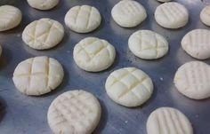 Aprenda a preparar sequilho de polvilho simples com esta excelente e fácil receita. Biscoito é uma delicia e são perfeitos para o café da manhã ou para o café da...