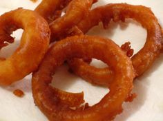 EASY ONION RINGS   1 egg   1/4 cup vegetable oil   1 cup milk   1 cup flour   1/2 teaspoon salt   1 teaspoon baking powder   2 large sweet onions, sliced   1/2 cup flour (for coating onions)   oil (for frying) Directions:  1.  Mix egg, oil, and milk on low speed of mixer for 1 minute.  2.  Add dry ingredients and mix until smooth.  3.  Coat onions in flour.  4.  Dip in batter.  5.  Fry in hot oil 375* until desired shade of brown.