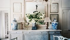 Painted Furniture Photo - A dining sideboard decorated with blue-and-white ginger jars Led Decoration, Decoration Buffet, Jars Decor, Chinoiserie, Sideboard Decor, Painted Sideboard, Painted Buffet, Large Sideboard, Credenza