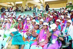 बेमेतरा जिले के पंचायत प्रतिनिधि शहीद वीर नारायण सिंह अंतरराष्ट्रीय क्रिकेट स्टेडियम पहुंचे, जहां उन्होंने भव्य और आकर्षक क्रिकेट मैदान का नजारा देखा। हरी-हरी घास और उसके बीच बनी पिच, जिस पर खिलाड़ी अपना जौहर दिखाते हैं। दर्शक दीर्घा में बैठकर  स्टेडियम की विशेषता के संबंध में गाईड ने उन्हें जानकारी दी। पहली बार विशाल क्रिकेट मैदान देखने का मौका मिला, तो प्रतिनिधि बेहद आनंदित हुए।
