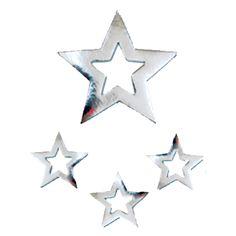 Sterren hangdecoratie. Kerst sterren hangdecoratie in de kleur zilver. Hangdecoratie sterren zijn 3 kleine sterren en 1 grote ster met een totale afmeting van ongeveer 60 x 45 cm. Deze zilveren sterren decoratie zijn brandvertragend