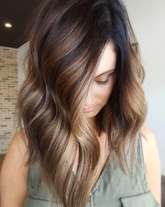 Rich golden beige balayage highlights on brunette lob. stylish ombre balayage hairstyles for medium length hair, medium hairstyle color ideas Balayage Brunette, Hair Color Balayage, Ombre Balayage, Bronde Bayalage, Fall Balayage, Reverse Balayage, Baylage, Balayage Highlights, Ombré Hair