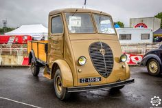 Peugeot at Montlhry for the Photograph of Julien Trucks Only, Old Trucks, Chevy Trucks, Pickup Trucks, Lifted Trucks, Classic Trucks, Classic Cars, Auto Peugeot, Cab Over