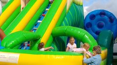 Jumping castles for kids with obstacles, slide and jumping area. Commercial grade of inflatables with Europe standard certificates from REATEK Europe. Inflatable Bounce House, Inflatable Slide, Logo Shapes, 3d Shapes, Bounce Houses, Bouncy Castle, Indoor Playground, Design Your Own, Castles