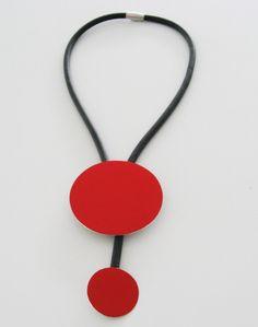 Halsband, aluminium, plexiglas, gummi, kvadrat, cirkel. Necklace, aluminium, plexiglass, rubber, square, circle