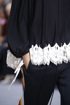 Chloé Spring 2016 Ready-to-Wear Fashion Show Details