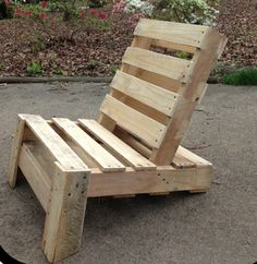Pallet leaning chair