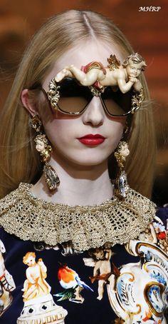 Dolce   Gabbana Fall 2018 vogue.com fashion-show Lunettes Originales,  Bijoux, 296e5c40b4d