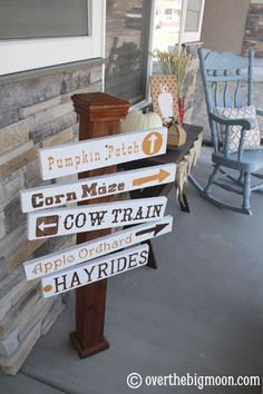 Fall Farm Porch Sign - such an easy craft for your porch this Fall!  From www.overthebigmoon.com!: