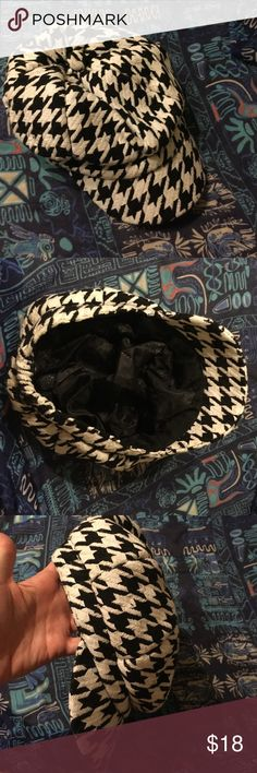 Houndstooth winter hat Very cute, only wore once or twice! Accessories Hats