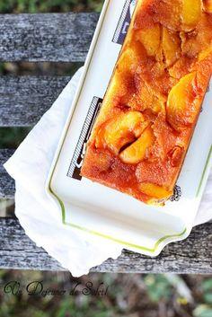 Gâteau renversé aux pêches caramélisées et amandes entières