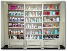 Put your products on display hair salon interior, salon interior design, sm Beauty Room, Beauty Art, Beauty Women, Beauty Ideas, Spa Design, Salon Design, Hair Salon Interior, Retail Shelving, Beauty Hacks Video