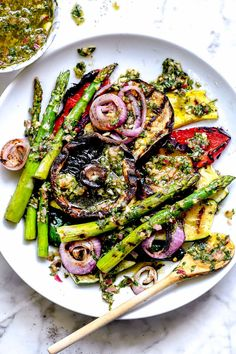 Grilled vegetables get a serious flavor boost with a few spoonfuls of this spunky Argentinian chimichurri as a bright and zesty finishing sauce in this easy vegetarian side dish. Vegetarian Side Dishes, Vegetarian Grilling, Vegetable Side Dishes, Grilling Recipes, Vegetarian Recipes, Cooking Recipes, Healthy Recipes, Sauce Recipes, Pear Recipes
