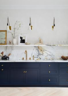 Want a Navy Blue Kitchen? You're Not Alone — Here Are the Best Paint Colors If you're considering a navy blue kitchen, look no further than these inspiring spaces and accompanying paint colors. Home Decor Kitchen, Kitchen Interior, Home Kitchens, Kitchen Sink, Kitchen Cabinetry, Kitchen Counters, Kitchen Fixtures, Navy Blue Kitchen Cabinets, Kitchen Wall Units