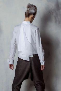 ***a different white shirt! Ad Fashion, Fashion Details, Womens Fashion, Fashion Design, Classic White Shirt, Mode Top, Moda Chic, White Shirts, Mom Shirts