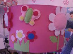 candeeiro flores e borboletas