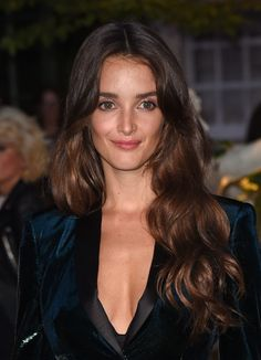 Charlotte Le Bon on the red carpet wearing Fresh Glow, Cat Lashes Mascara and Burberry Lip Velvet in Devon Sunset Charlotte Le Bon, Divas, Cara Delevingne, Famous Women, Female Images, Cute Hairstyles, Her Hair, Hair Makeup, Hair Beauty
