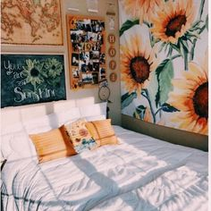 70 Amazing and Cute Aesthetic Bedroom Design Ideas 70 Amazin Cute Bedroom Ideas, Cute Room Decor, Bedroom Inspo, Indie Room Decor, Diy Bedroom, Wall Decor, Gold Bedroom, Bedroom Themes, Teen Bedroom