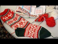 32 Ideas Knitting Socks Tutorial Christmas Stockings For 2019 Knitting Books, Knitting For Kids, Knitting Yarn, Knitting Projects, Knitting Videos, Purl Bee, Diy Scarf, Knitting Patterns Free, Christmas Stockings