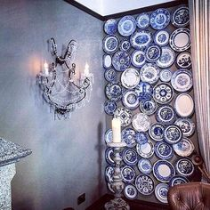 A wall of blue willow plates! Blue And White China, Blue China, China Plates, Blue Plates, Blue Dream, Love Blue, Vintage Cookbooks, Vintage Dishes, Vintage Plates