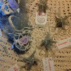 Saccoccini confetti e segnaposto ad uncinetto per #25anni #nozzeargento