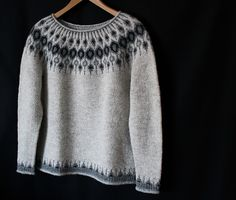 dic ♡ The design is gorgeous and the pattern is perfect ♡ Mods: no waist shaping and I made a larger size because I wanted a boyfriend sweater look. Boyfriend Sweater, Men Sweater, Wanting A Boyfriend, Knitting Stitches, Lisa, Sweatshirts, How To Make, Pattern, Sweaters