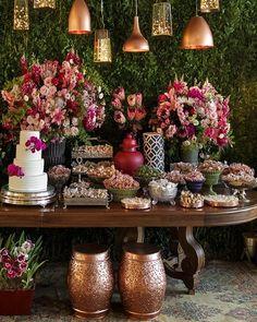 Ideas for wedding vintage theme simple Vintage Wedding Theme, Wedding Themes, Wedding Designs, Wedding Table, Wedding Colors, Wedding Flowers, Wedding Decorations, Table Decorations, Wedding Dress