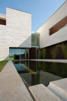 This is great, lovely stone, good proportions.... Casa em aldoar by topos atelier de arquitectura
